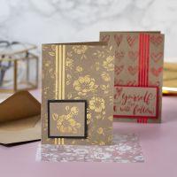 Grußkarten, dekoriert mit Blumen und Herzen aus Klebefolie und mit Dekorfolie