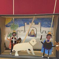 Puppentheater in einem Schuhkarton