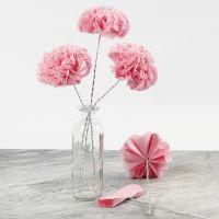 Blüten aus Seidenpapier mit Draht-Stiel