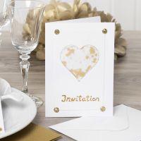 Einladung, verziert mit Pergamentpapier, Glitter, Strasssteinen und Dekofolie