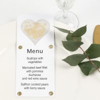 Menükarte, verziert mit Herz aus Pergamentpapier, Glitzer, Dekofolie und Strasssteinen
