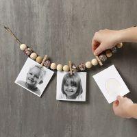 Girlande aus Naturkordel, verziert mit Holzperlen, Pailletten und Fotos