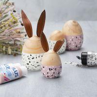 Ostereier und Häschen aus Holz - hübsch gestaltet mit Plus Color Bastelfarbe und Terrazzo-Flocken