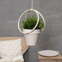 Blumentopf-Aufhängung aus Bambusringen und Naturkordel