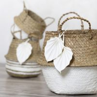 Seegraskorb, verziert mit Bastelfarbe und Blatt aus Lederpapier