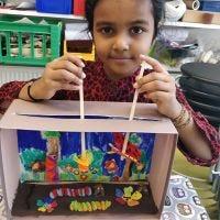 Puppentheater mit Insekten und Pflanzen