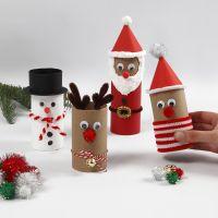Weihnachtsfiguren aus Pappröhren mit lustiger Deko
