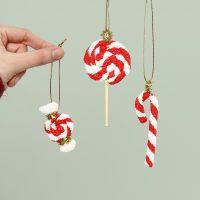 Weihnachtsleckereien als Baumschmuck, gefertigt aus Foam Clay