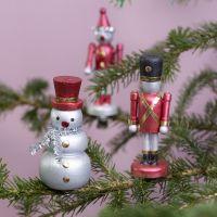 Weihnachtliche Holzfiguren auf Metallklammern, verziert mit Metallic-Folie