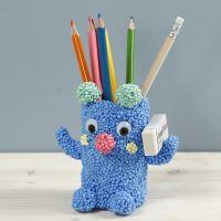 Teddybären-Stiftbehälter, gebastelt aus einer Pappröhre und Foam Clay