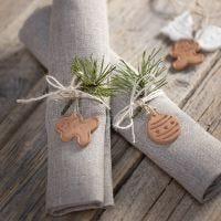 Weihnachtliche Elemente zum Aufhängen oder Dekorieren aus selbsthärtendem Ton