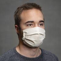 Eine selbstgenähte Gesichtsmaske mit Falten