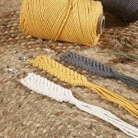 Macramée-Schlüsselringanhänger aus Baumwollkordel