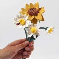 Sonnenblumen und Gänseblümchen aus Silk Clay