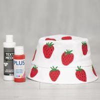 Anglerhut, geschmückt mit aufgemalten Erdbeeren