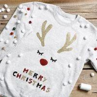 Sweatshirt mit weihnachtlichen Motiven und Glöckchen
