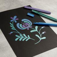 Zeichnung mit Metallic-Markern auf schwarzem Papier
