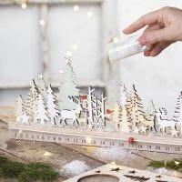 Adventkalender aus gesägten Holzteilen