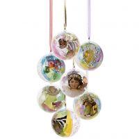 Schöne Plastikkugeln mit dekorativer Füllung