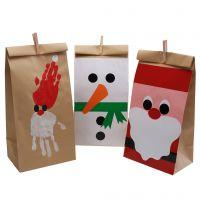 Dekorative Weihnachtstüten, gestaltet mit Glanzpapier